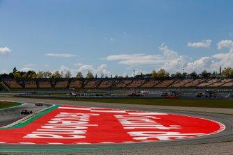 Кими Райкконен, Alfa Romeo Racing C38, и Ландо Норрис, McLaren MCL34