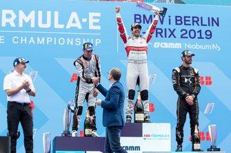 Lucas Di Grassi, Audi Sport ABT Schaeffler, 1st position, Sébastien Buemi, Nissan e.Dams, 2nd position, Jean-Eric Vergne, DS TECHEETAH, 3rd position, Dieter Gass, Head of Audi Motorsports, on the podium