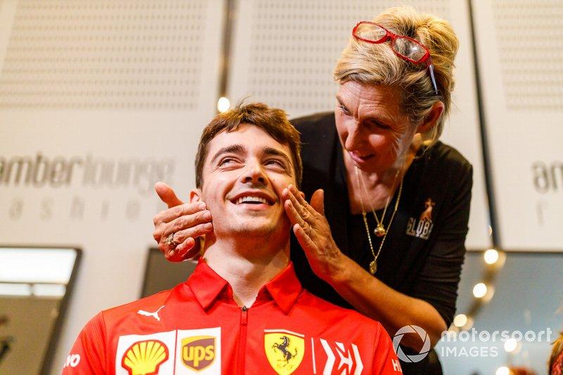 Charles Leclerc, Ferrari, viene truccato