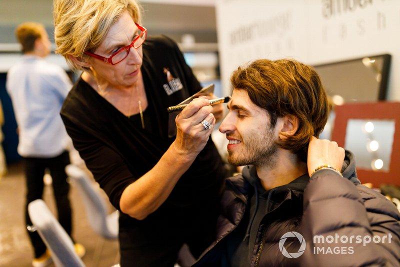 Antonio Giovinazzi, Alfa Romeo Racing, has his make up done
