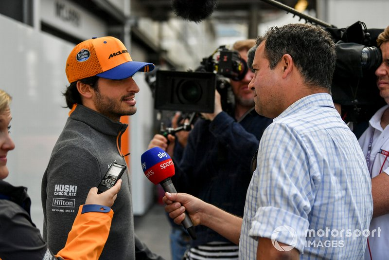 Carlos Sainz Jr., McLaren speaks with the Ted Kravitz, Sky TV