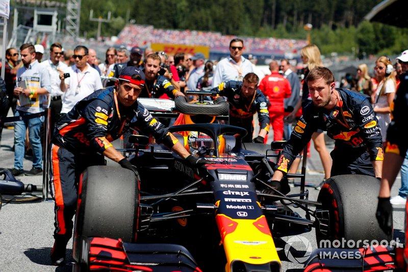 Max Verstappen, Red Bull Racing RB15, arriva sulla griglia