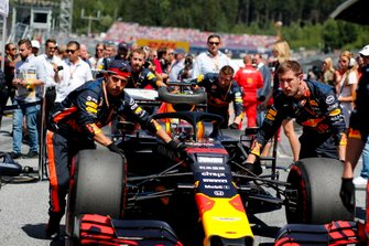 Max Verstappen, Red Bull Racing RB15, arrives on the grid