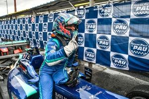 Ganador de la carrera Billy Monger, Carlin