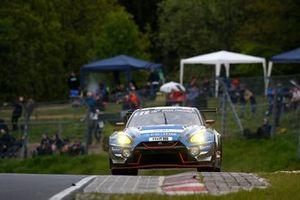 #38 KCMG Nissan GT-R Nismo GT3: Nico Menzel, Edoardo Liberati, Christer Jöns, Matthieu Vaxiviere