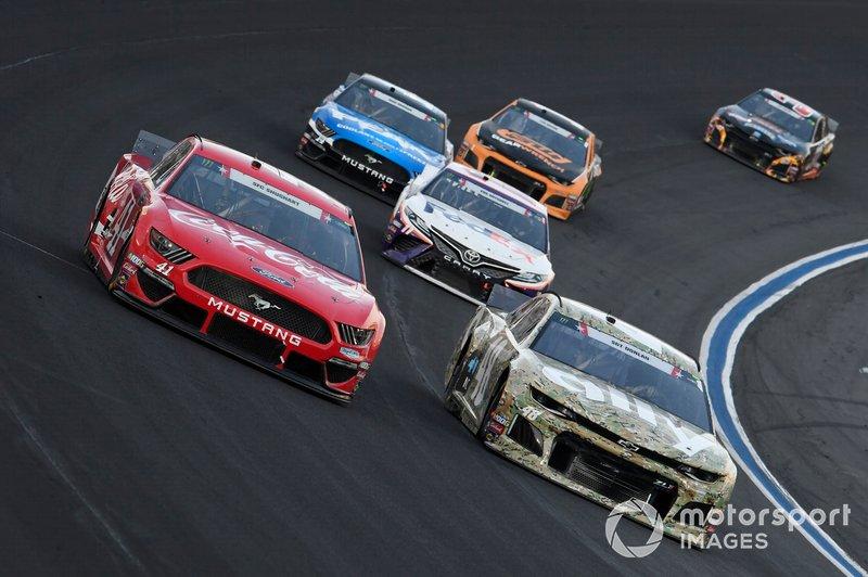 Jimmie Johnson, Hendrick Motorsports, Chevrolet Camaro Ally Patriotic, Daniel Suarez, Stewart-Haas Racing, Ford Mustang Coca-Cola