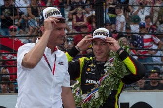 Simon Pagenaud, Team Penske Chevrolet, avec Tim Cindric