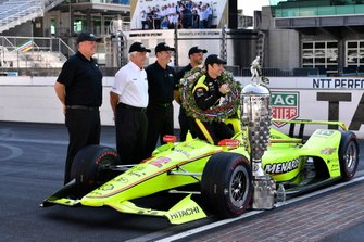 Simon Pagenaud, Team Penske Chevrolet, Roger Penske, Jim Campbell and Chevrolet engineers