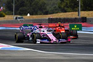 Sergio Perez, Racing Point RP19, precede Charles Leclerc, Ferrari SF90