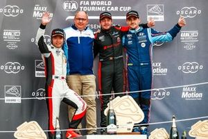 Podium: Race winner Frédéric Vervisch, Comtoyou Team Audi Sport Audi RS 3 LMS, second place Ma Qing Hua, Team Mulsanne Alfa Romeo Giulietta TCR, third place Norbert Michelisz, BRC Hyundai N Squadra Corse Hyundai i30 N TCR