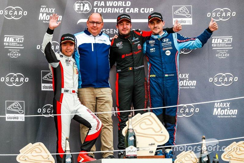 Podio: Il vincitore Frédéric Vervisch, Comtoyou Team Audi Sport Audi RS 3 LMS, secondo posto Ma Qing Hua, Team Mulsanne Alfa Romeo Giulietta TCR, terzo posto Norbert Michelisz, BRC Hyundai N Squadra Corse Hyundai i30 N TCR