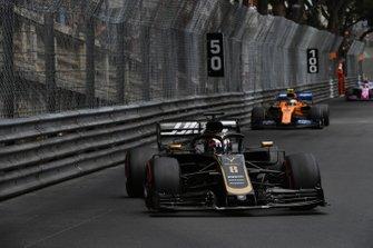 Romain Grosjean, Haas F1 Team VF-19, Lando Norris, McLaren MCL34
