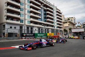 Daniil Kvyat, Toro Rosso STR14, Alexander Albon, Toro Rosso STR14, y Nico Hulkenberg, Renault R.S. 19