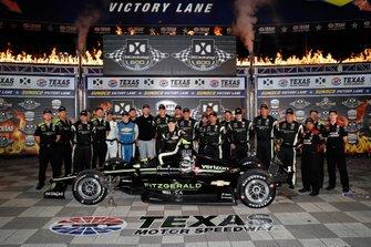 Josef Newgarden, Team Penske Chevrolet celebrates with his team in victory lane