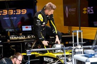Nico Hulkenberg, Renault R.S. 19 in his cockpit