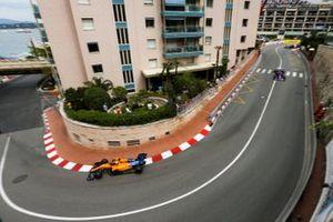 Carlos Sainz Jr., McLaren MCL34, voor Daniil Kvyat, Toro Rosso STR14