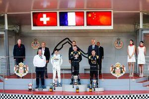 Louis Deletraz, Carlin, Race winner Anthoine Hubert, Arden and Guanyu Zhou, UNI Virtuosi Racing on the podium