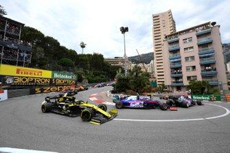 Daniil Kvyat, Toro Rosso STR14, devant Alexander Albon, Toro Rosso STR14, et Nico Hulkenberg, Renault R.S. 19