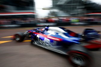 Daniil Kvyat, Toro Rosso STR14, sort du garage