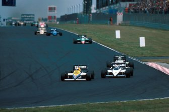 Nigel Mansell, Williams FW10 leads the field