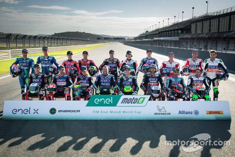 Gruppenfoto: Alle Piloten für die MotoE-Saison 2019