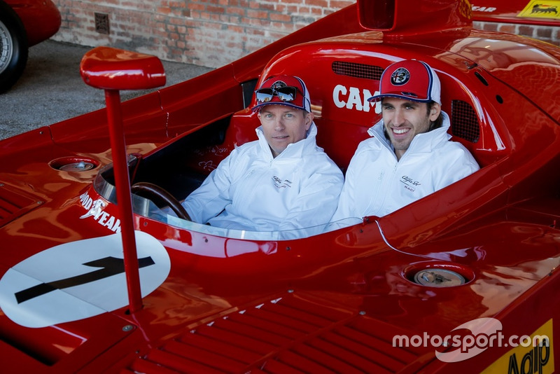Гонщики Alfa Romeo Racing Антонио Джовинацци и Кими Райкконен, Alfa Romeo Tipo 33 TT12