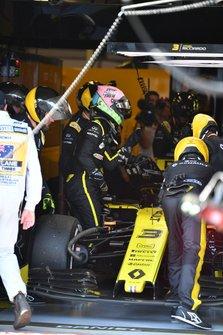 Daniel Ricciardo, Renault, retires from the race