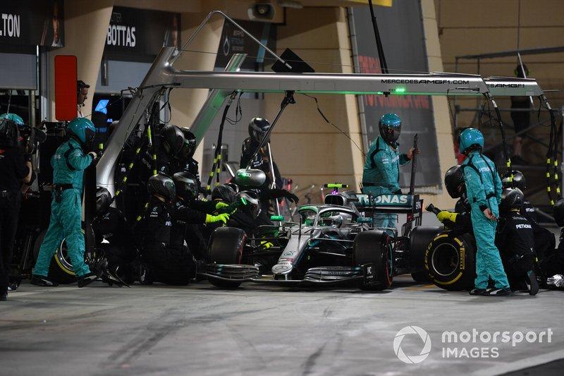Valtteri Bottas, Mercedes AMG W10, en pits