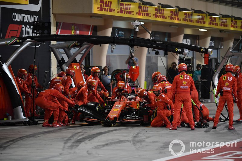 Sebastian Vettel, Ferrari SF90, en pits