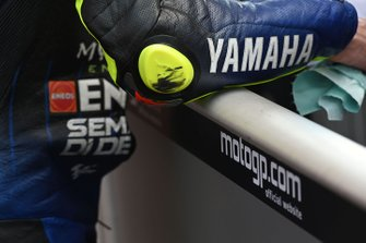 Le coude de Valentino Rossi, Yamaha Factory Racing