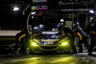 #57 Meyer Shank Racing w/ Curb-Agajanian Acura NSX GT3, GTD: Katherine Legge, Ana Beatriz, Simona De Silvestro, Christina Nielsen, au stand
