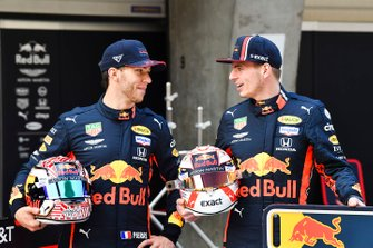 Pierre Gasly, Red Bull Racing and Max Verstappen, Red Bull Racing with Mobil