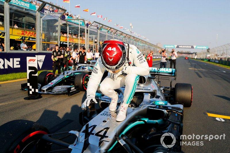 12-) Hamilton, Schumacher ve Senna'yı yakaladı