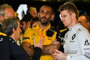 Alain Prost met Cyril Abiteboul, Managing Director, Renault F1 Team, en Nico Hülkenberg, Renault F1 Team
