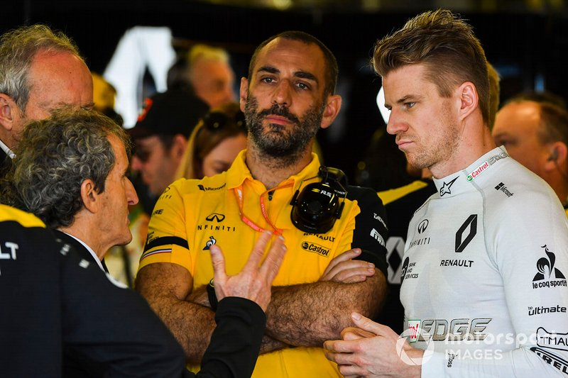 Alain Prost con Cyril Abiteboul, Managing Director, Renault F1 Team, e Nico Hulkenberg, Renault F1 Team