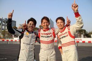 メーカー対抗カートレースで勝利した日産チーム(高星、平手、佐々木)