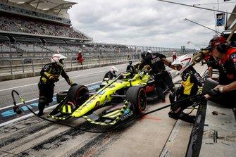 Sebastien Bourdais, Dale Coyne Racing with Vasser-Sullivan Honda au stand