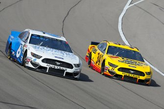 Michael McDowell, Front Row Motorsports, Ford Mustang Love's Travel Stops and Ryan Newman, Roush Fenway Racing, Ford Mustang Wyndham Rewards