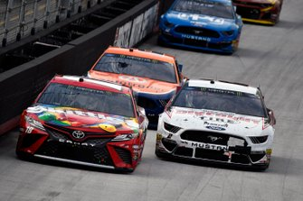 Kyle Busch, Joe Gibbs Racing, Toyota Camry Snickers and Brad Keselowski, Team Penske, Ford Discount Tire