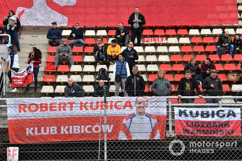 Fans and banners for Robert Kubica, Williams Racing