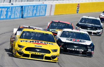 Joey Logano, Team Penske, Ford Mustang Pennzoil and Kevin Harvick, Stewart-Haas Racing, Ford Mustang Jimmy John's