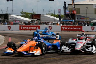 Scott Dixon, Chip Ganassi Racing Honda passe Will Power, Team Penske Chevrolet