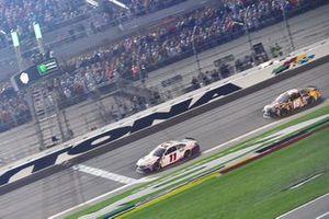 Denny Hamlin, Joe Gibbs Racing, Toyota Camry FedEx Express takes the checkered flag
