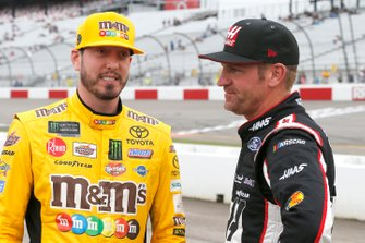Kyle Busch, Joe Gibbs Racing, Toyota Camry M&M's and Clint Bowyer, Stewart-Haas Racing, Ford Mustang Haas Automation