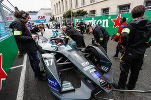 Stoffel Vandoorne, HWA Racelab, VFE-05, on the grid