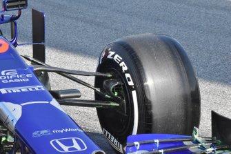 Scuderia Toro Rosso STR14, dettaglio della sospensione anteriore