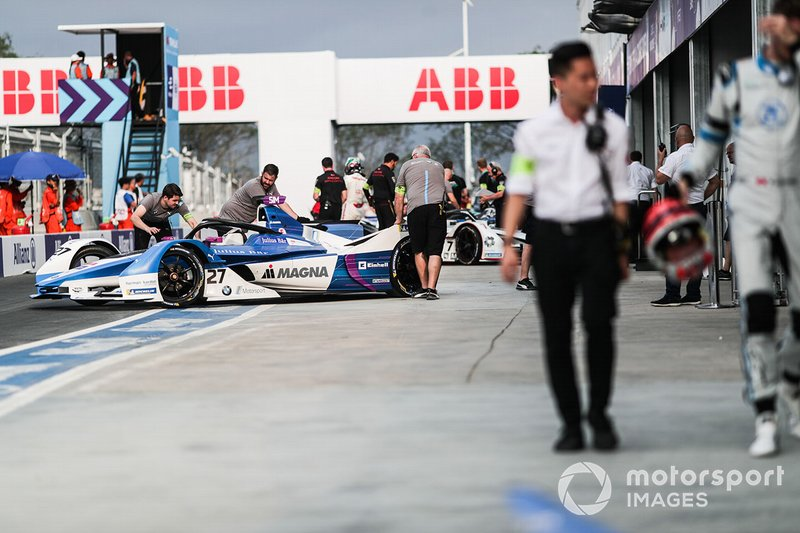 Alexander Sims, BMW I Andretti Motorsports, BMW iFE.18, is pushed into the garage by mechhanics