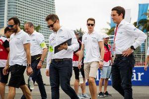 Gary Paffett, HWA Racelab, Stoffel Vandoorne, HWA Racelab walks the track