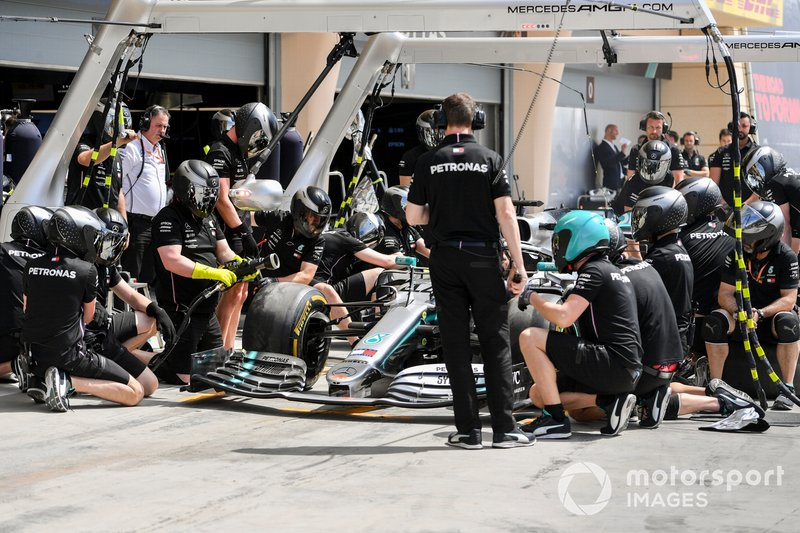 Mercedes pit crew practice their stops