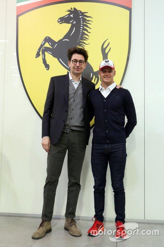 Mattia Binotto, Team Principal, Ferrari, con Mick Schumacher, Ferrari Driver Academy